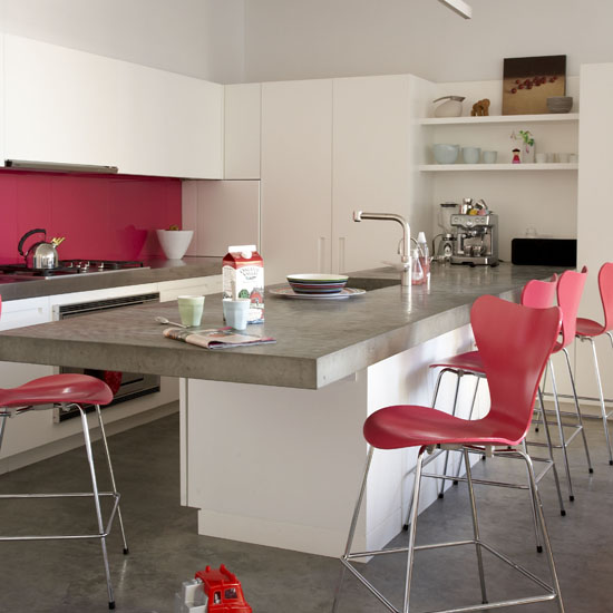 color-accents-in-white-kitchen1