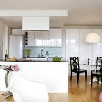 color-accents-in-white-kitchen15