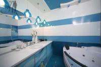 stripe-in-bathroom3