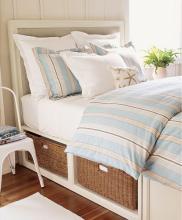 stripe-in-bedroom-beach-style2