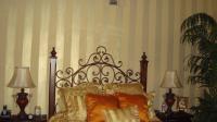 stripe-in-bedroom-style-glam