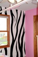 cool-teen-room-hot-pink-black2-3