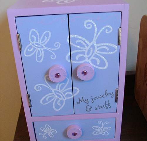 DIY-paint-furniture-for-kids1