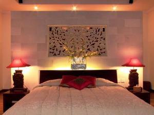 sexy-bedroom-in-details-light1