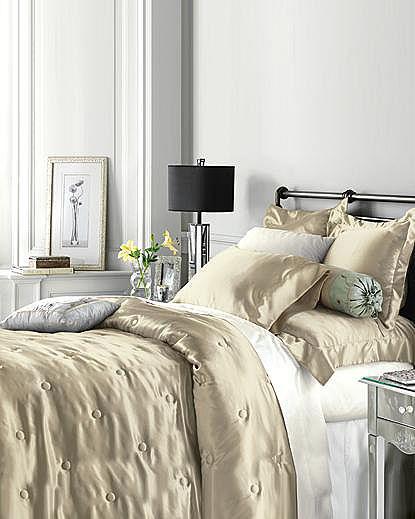 sexy-bedroom-in-details-silk1