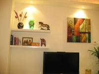 lighting-livingroom-decorating-shelves5