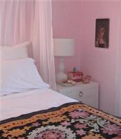 cool-teen-room-soft-pink4-3
