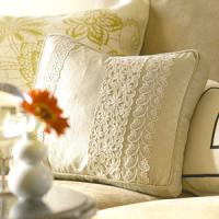 creative-pillows-ad-ribbon-n-trim4