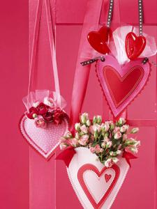valentine-decor-candy-n-flowers1