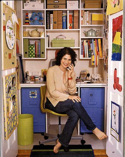 mini-home-office-in-closet1