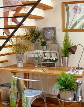 mini-home-office-nook-near-stair1