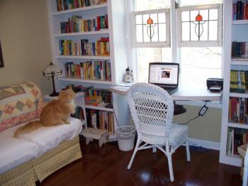 mini-home-office-nook-near-window1