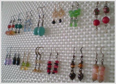 http://www.design-remont.info/wp-content/uploads/2010/04/how-to-organize-jewelry-on-wall9.jpg