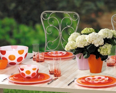 spring-table-setting-trend23-bright-geometry