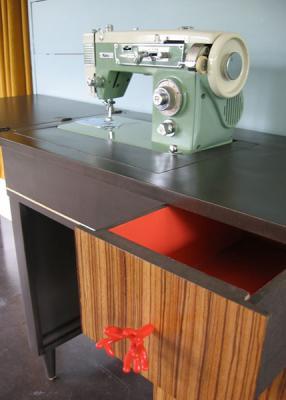 DIY-upgrade-furniture-table2-after2