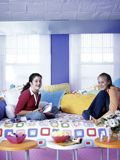 teengirl-room-bright-details