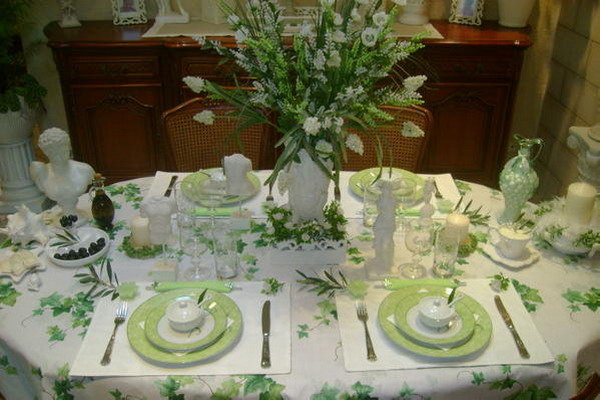 ancient-greek-style-table-setting