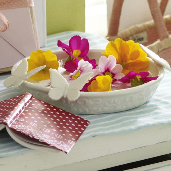 floral-arrangement-of-burgeons-and-petals