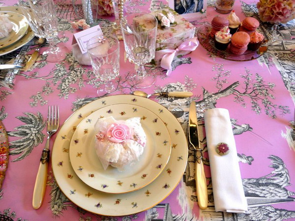 retro-ladies-style-in-art-de-la-table