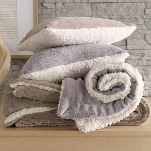 trendy-cushions-for-cold-seasons