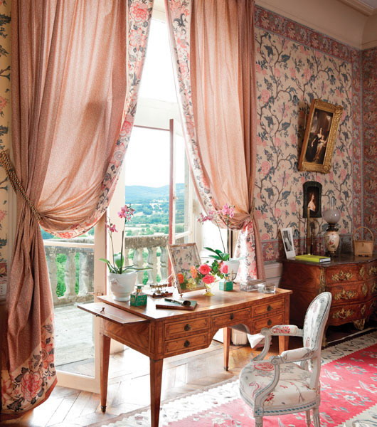 classic-chic-homes-owned-by-women-decorators