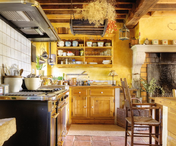 french-retro-homes-in-warm-palettes