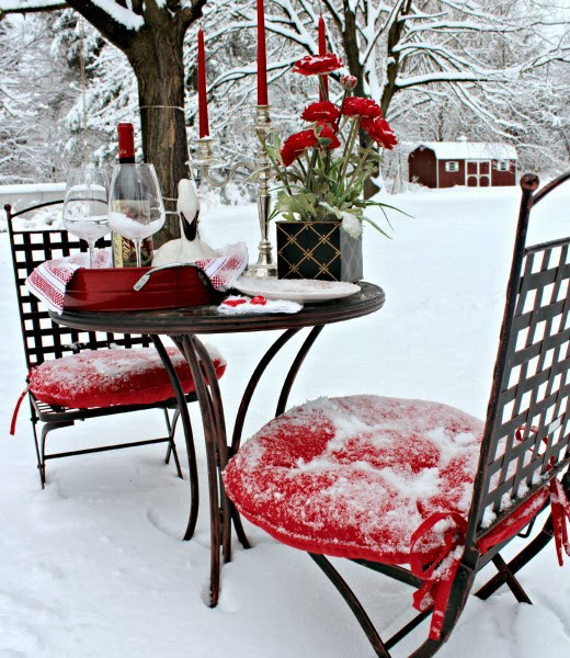 outside-valentine-tablescape-ideas