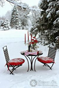 outside-valentine-tablescape-ideas1