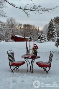 outside-valentine-tablescape-ideas12