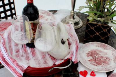 outside-valentine-tablescape-ideas13