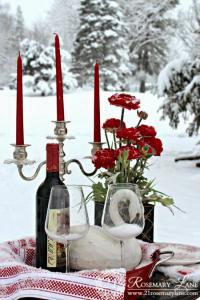 outside-valentine-tablescape-ideas3