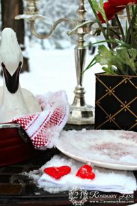 outside-valentine-tablescape-ideas7