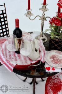 outside-valentine-tablescape-ideas9
