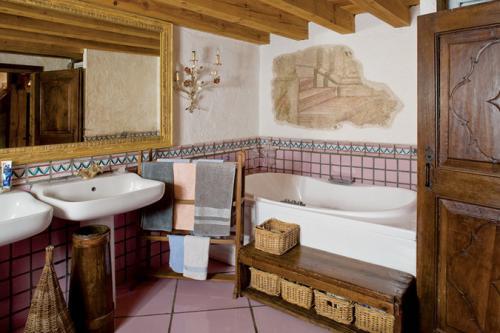 cozy-chalet-style-italian-house16