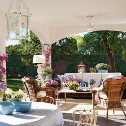 spanish-house-full-of-flowers-and-light1
