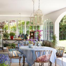 spanish-house-full-of-flowers-and-light5