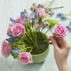 easy-creative-diy-floral-arrangement1b