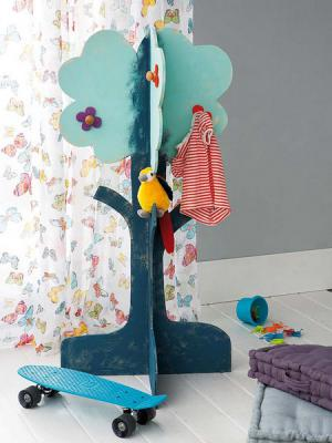 diy-tree-clothing-racks-in-kidsroom1