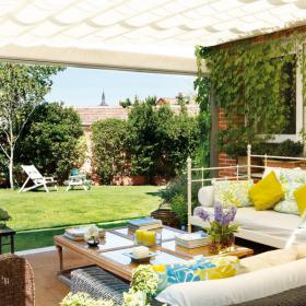 easy-update-porches-with-white-furniture2-1