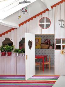 little-house-in-attic-kidsroom1