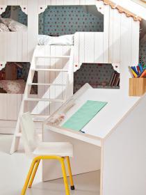 little-house-in-attic-kidsroom14