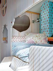 little-house-in-attic-kidsroom8