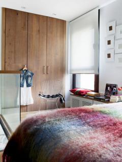 mini-duplex-loft-for-woman-bedr3