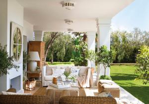 outdoor-livingrooms-12-inspiring-solutions10