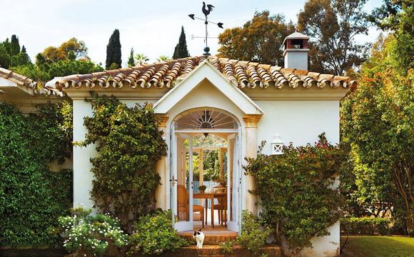 spanish-house-with-cozy-gazebo2