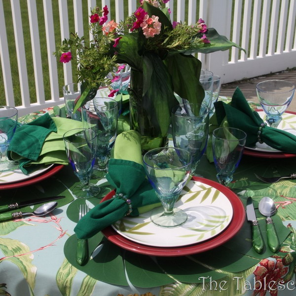 tropical-style-table-setting