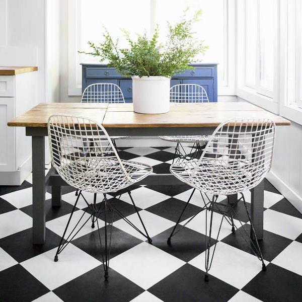 black-white-checkerboard-floors-tiles-in-kitchen