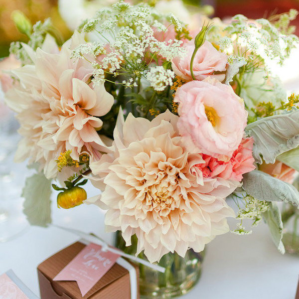 dahlias-bouquets-in-different-shades