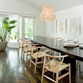 dark-wood-flooring-harmonious-furniture3-1