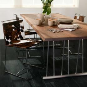 dark-wood-flooring-harmonious-furniture7-1